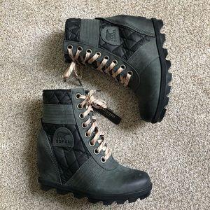 Sorel Lexie wedge boots black/grey